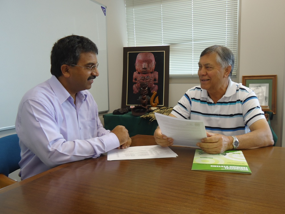 Dr Guna Magesan (left) with Malcolm Short