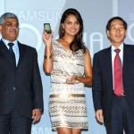 Samsung hires Indians to take on Apple